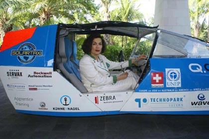 Bianca Jagger drives Solartaxi